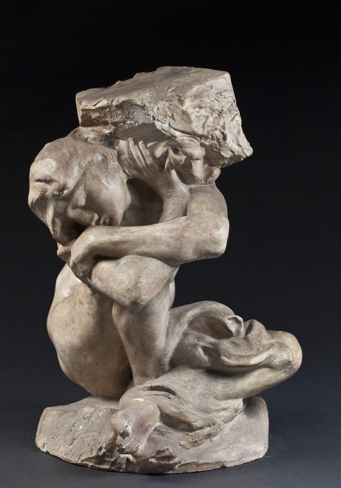 Cariátide caída llevando su piedra