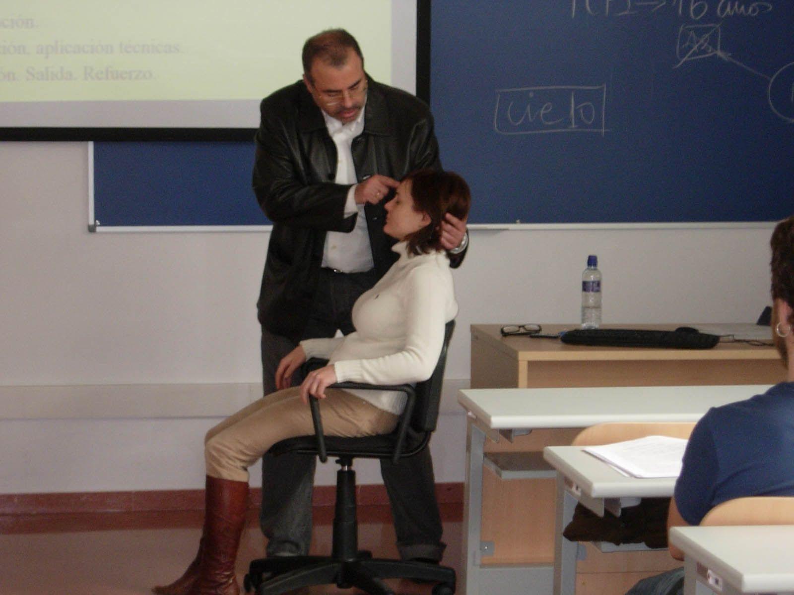 La hipnosis, aliada contra el dolor en cáncer de mama