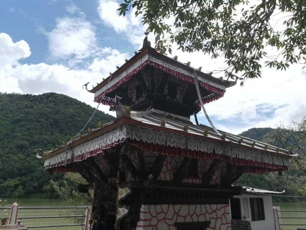 Templo Bahari, en el lago Phewa